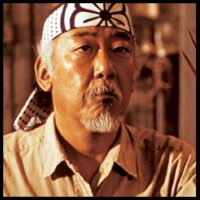 El Sr. Miyagi (Pat Morita) - Karate Kid